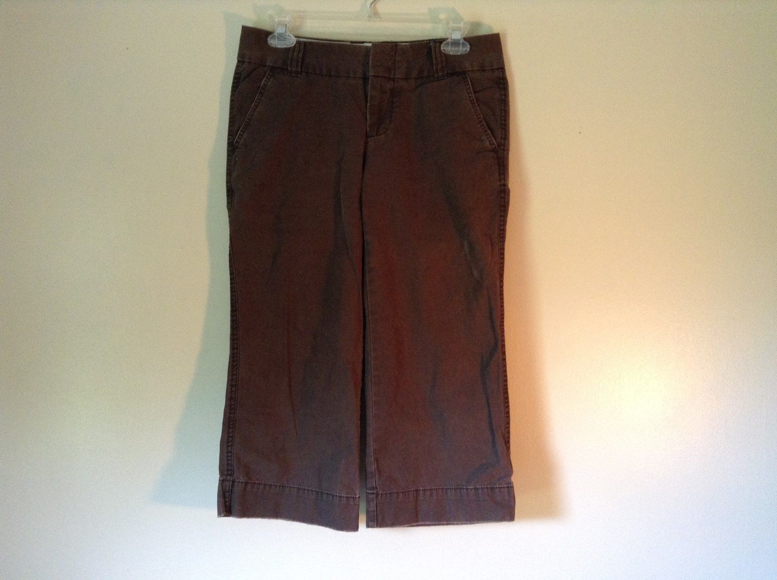 Favorite Chino Cropped Brown Denim Capris Size 4 Zipper and Clasp Closure