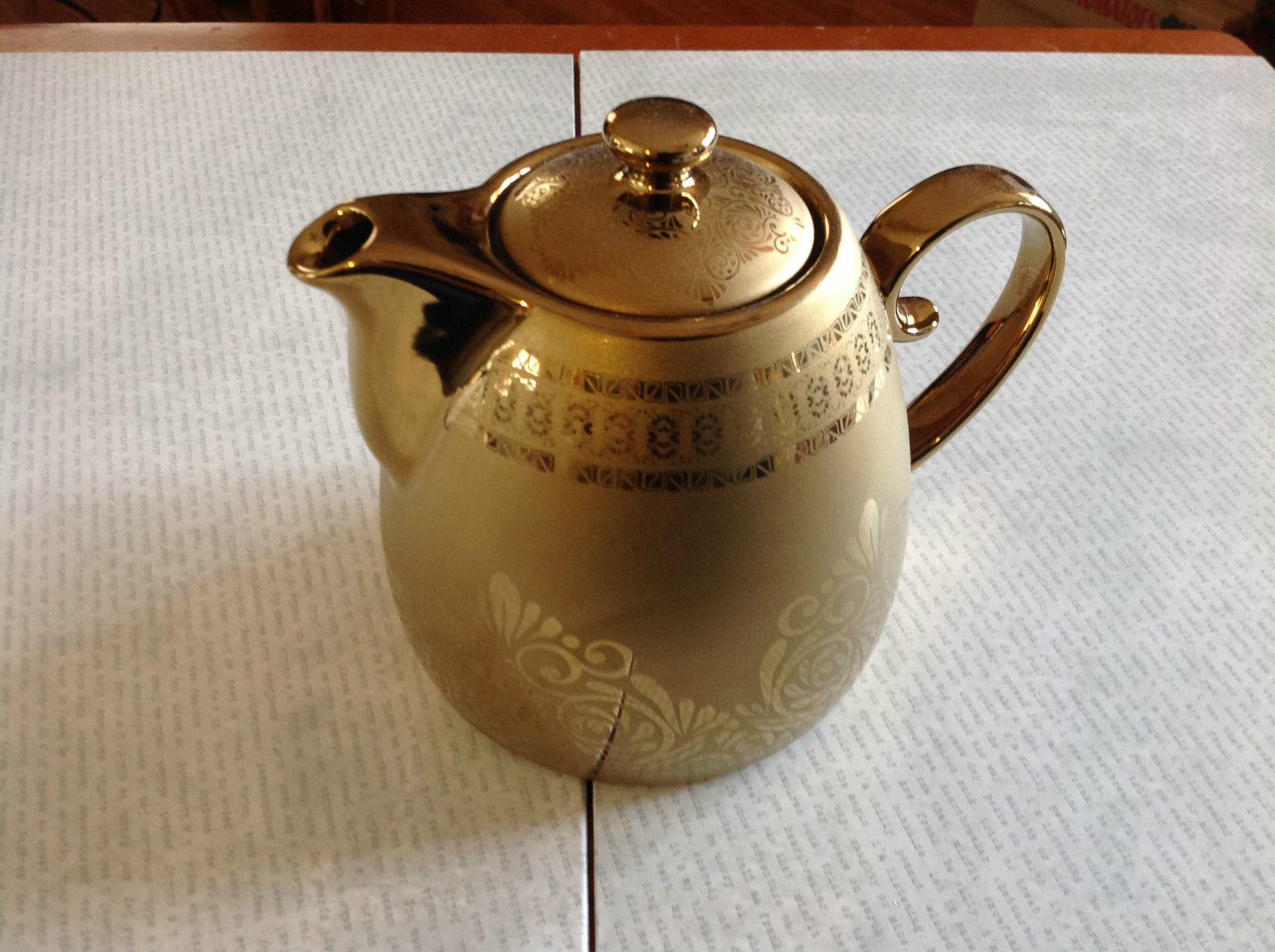 Glossy Gold Finish Glazed Porcelain Teapot 24 Ounces Food Safe