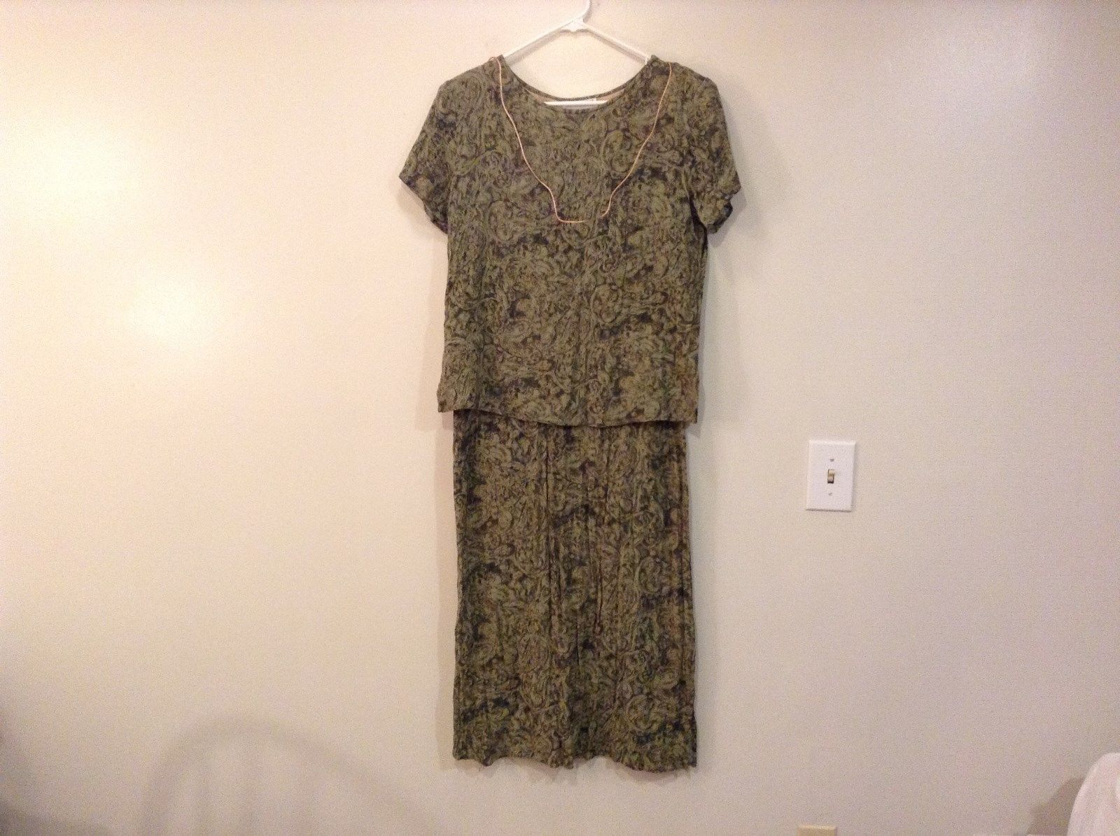 Green with Floral Motif Appropriate Behavior Dress No Size Measurements Below