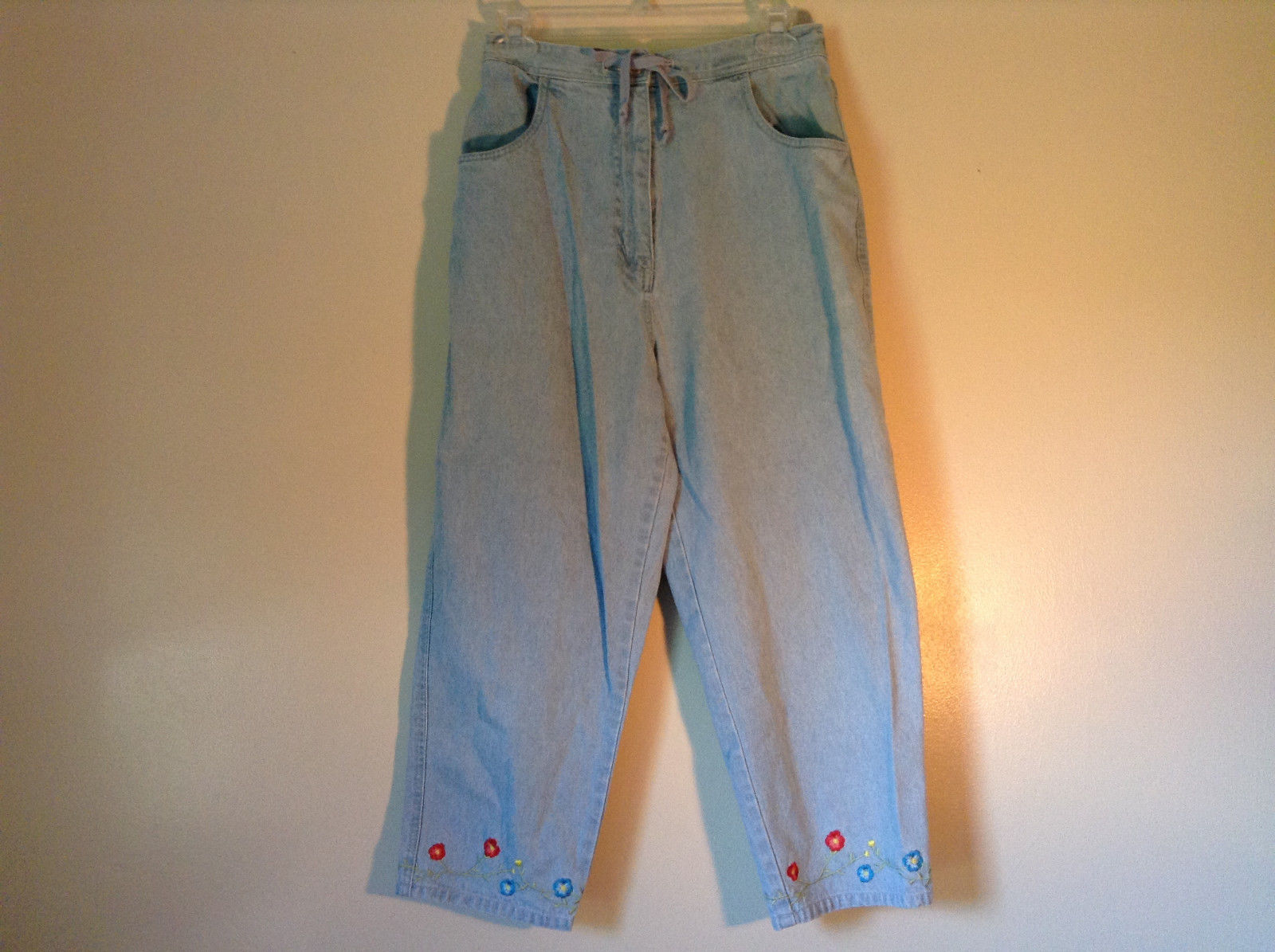 Jean Capri with Flowers by Denim and Company Stretchy Waist Size Medium