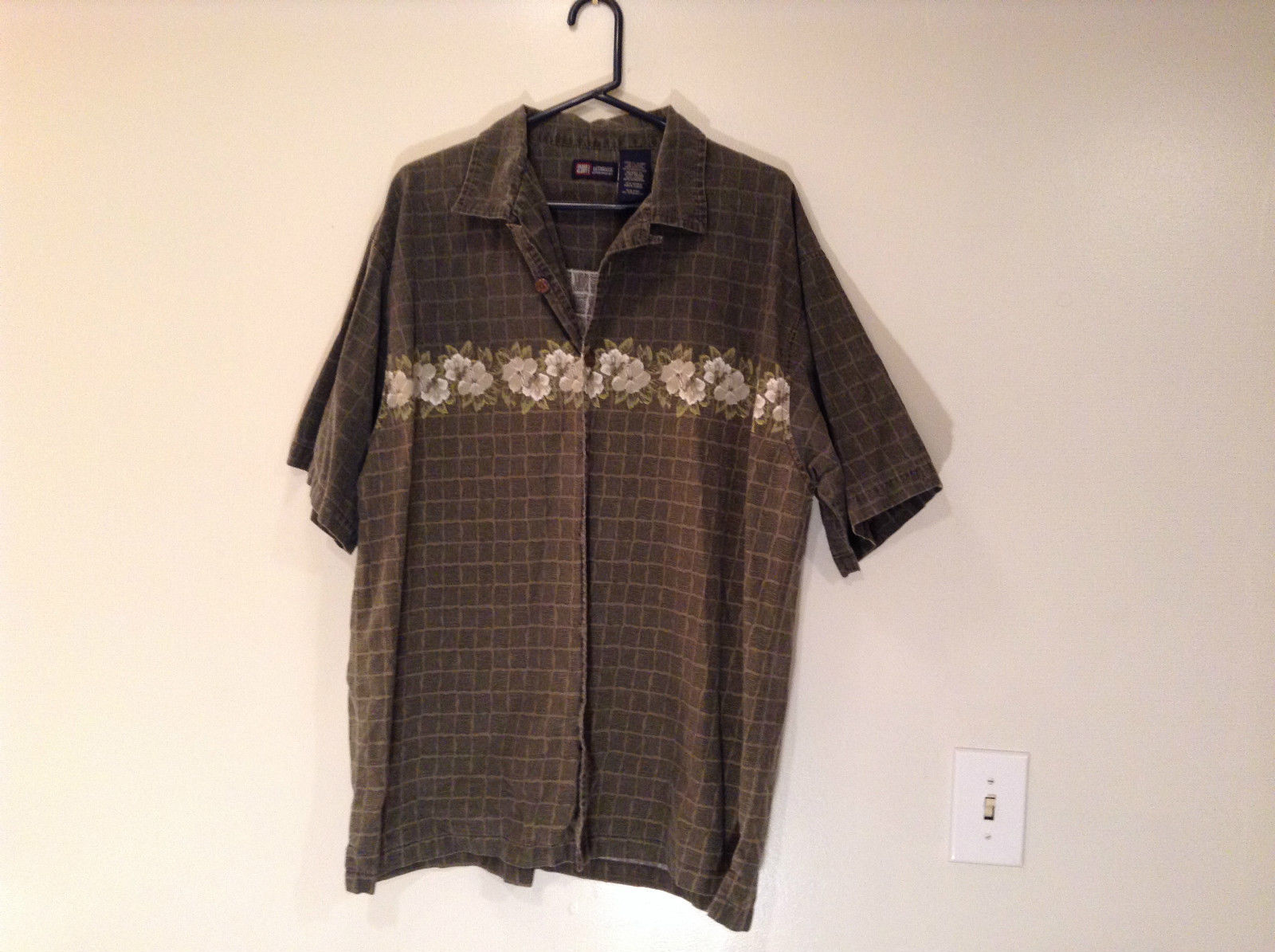 Short Sleeve Dark Olive Green with Floral Design Faded Glory Shirt Size XL