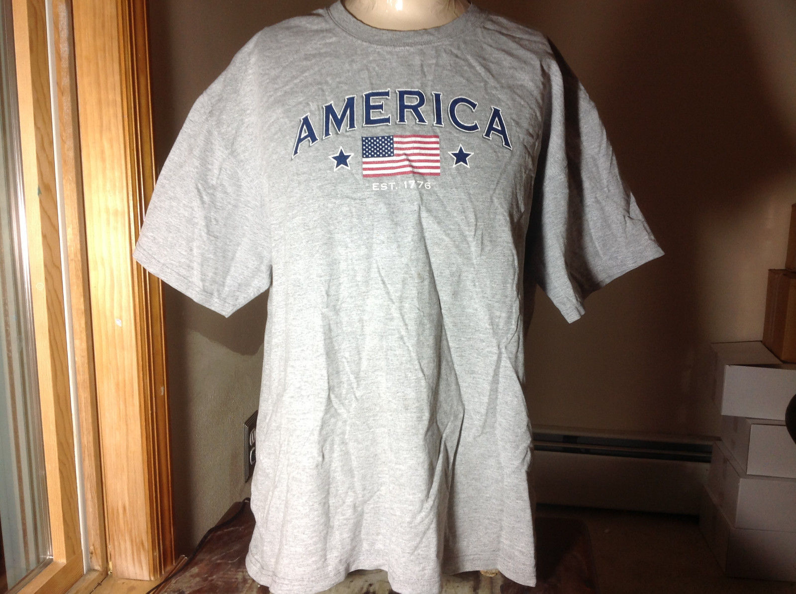Sonoma Light Gray Short Sleeve T-Shirt America and American Flag on Front Size L