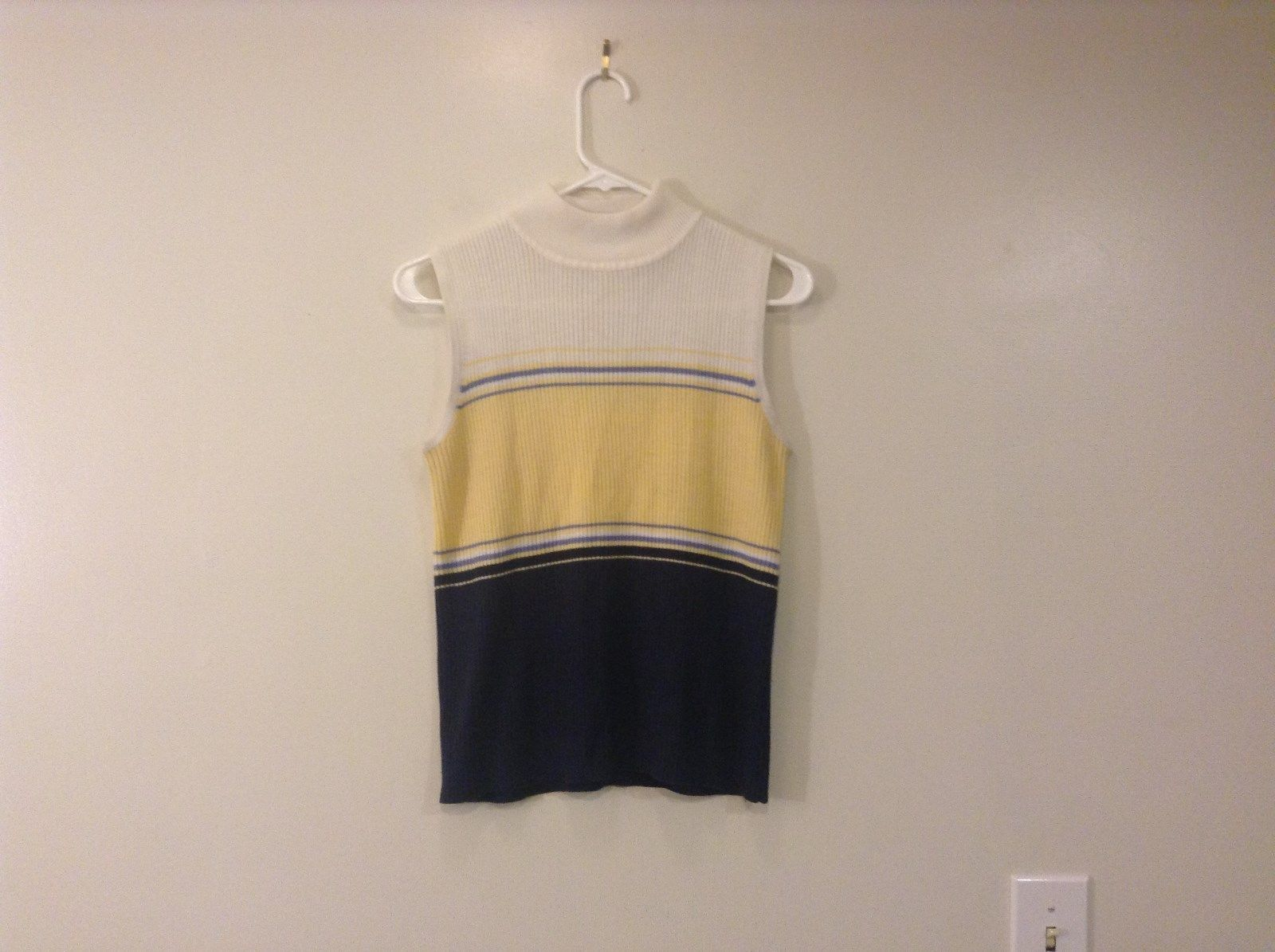 White Yellow Navy Blue Sleeveless Top Croft and Barrow Stand Collar Size Small