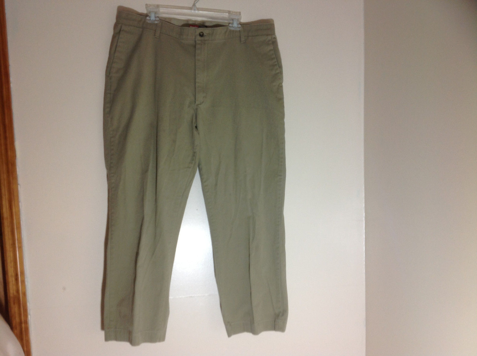 Wrangler Olive Green Work Pants Front and Back Pockets Size 40 x 32