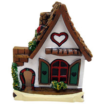 White fairy house with heart and ladybird.Approx 6.5cm tall by 5.5cm  x ... - €6,38 EUR