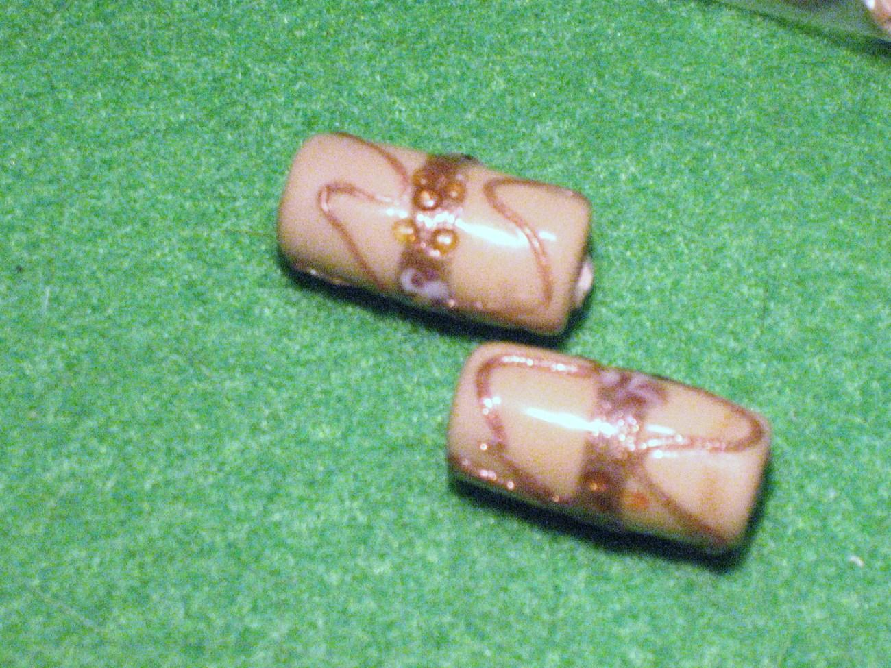 Tan beads 066