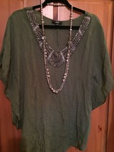 AGB GREEN EMBELLISHED WOMANS BLOUSE LARGE - $12.65