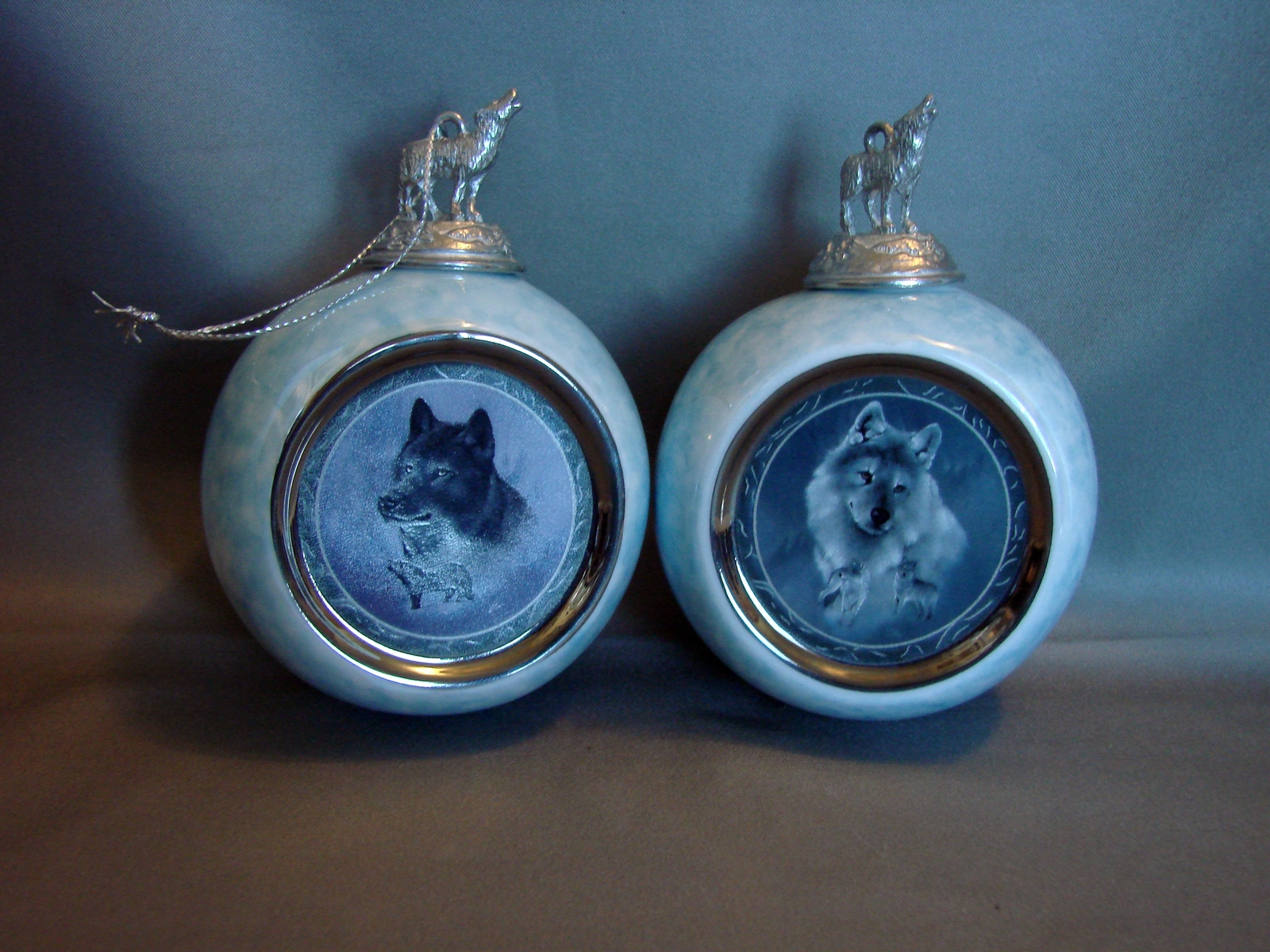 Bradford ExchangePorcelain Wolf Ornaments: Black Knight Knight & Silver Scout (1