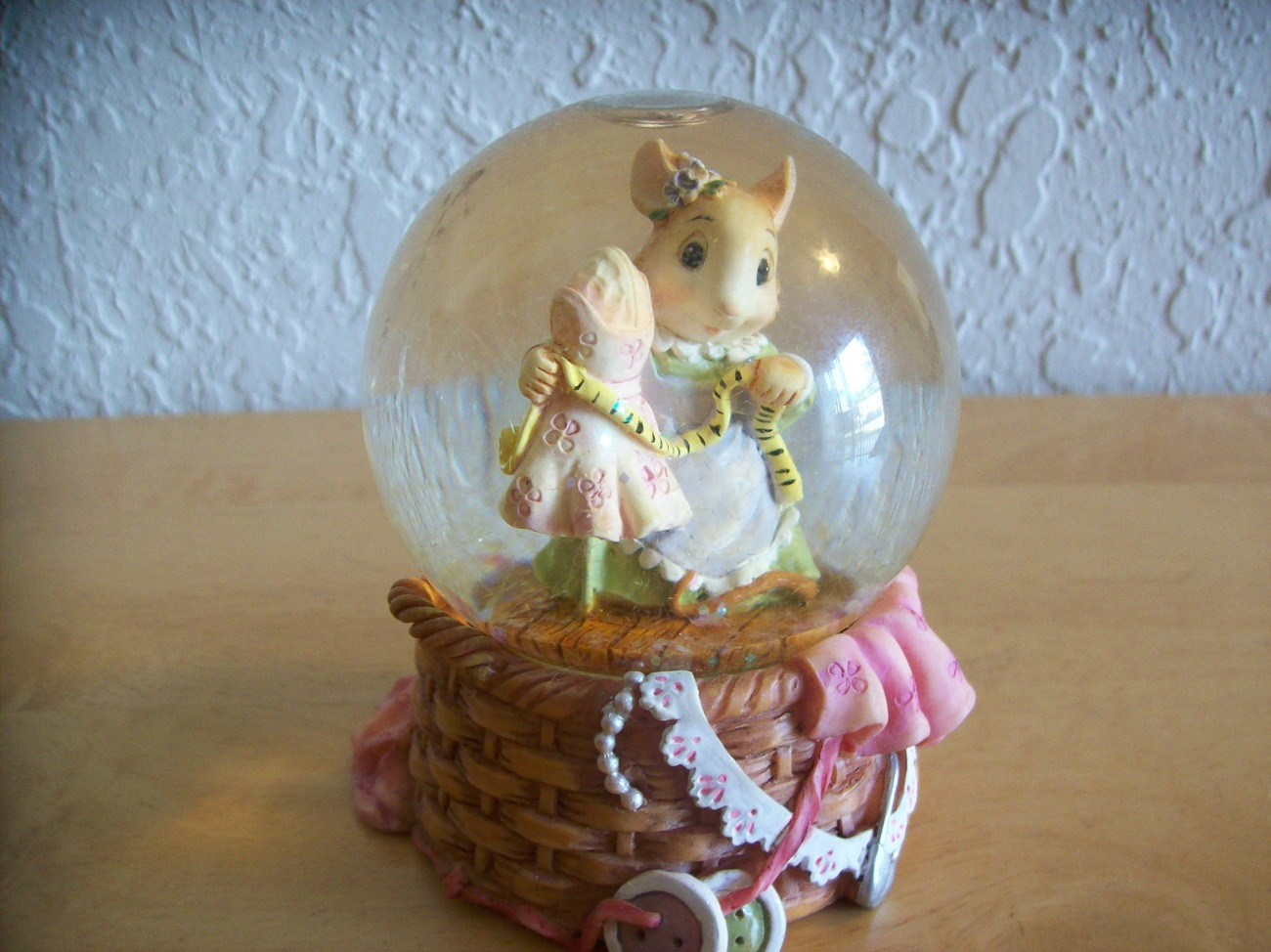 "Primary image for 1999 Mouse in the House ""Tailor Maid"" Snow globe"