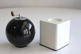 VINTAGE ART DECO SALT AND PEPPER SET BLACK WHIT... - $17.80