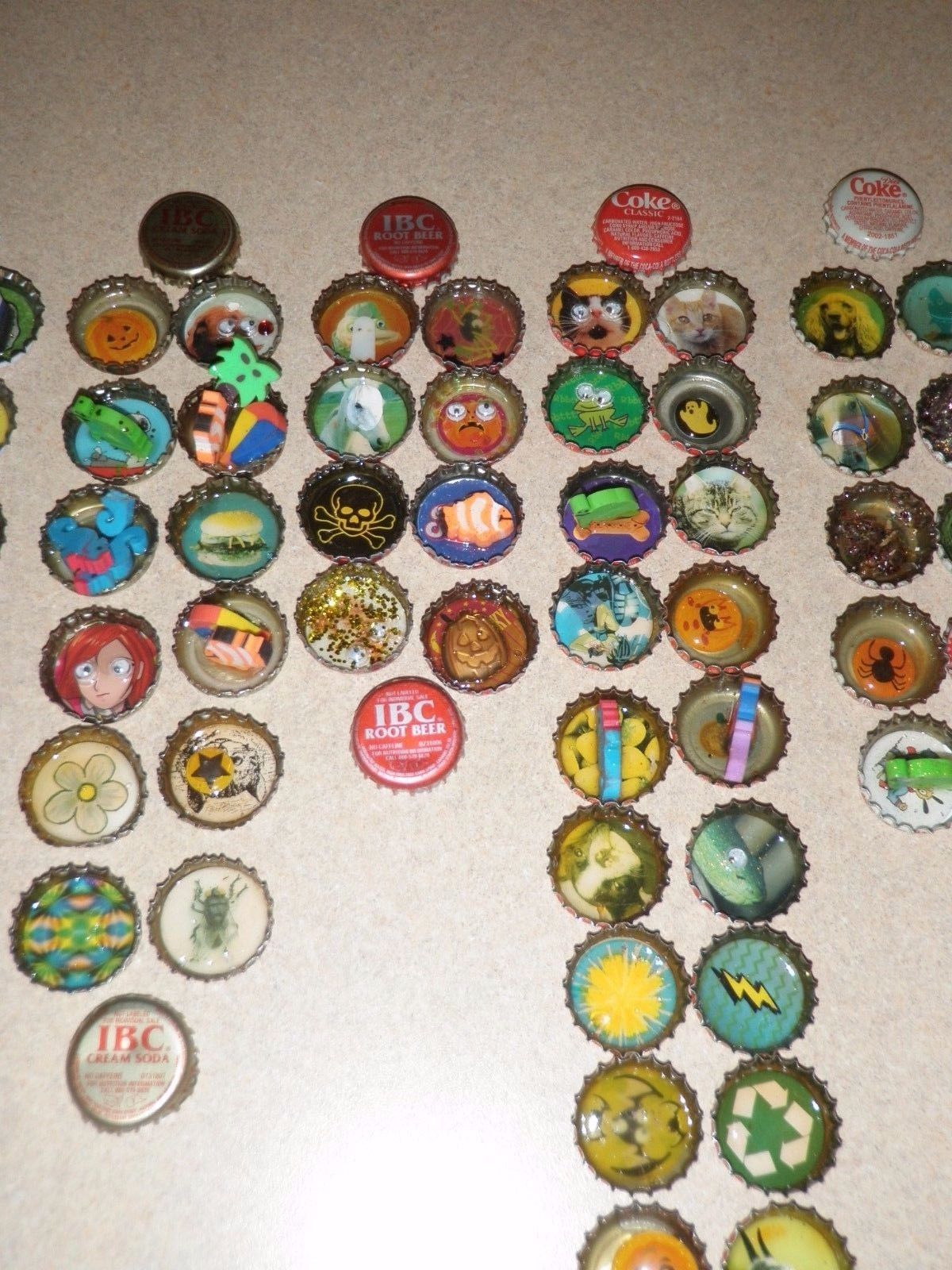Bottle caps arts and crafts decorated lot of 85 assorted for Bottle arts and crafts