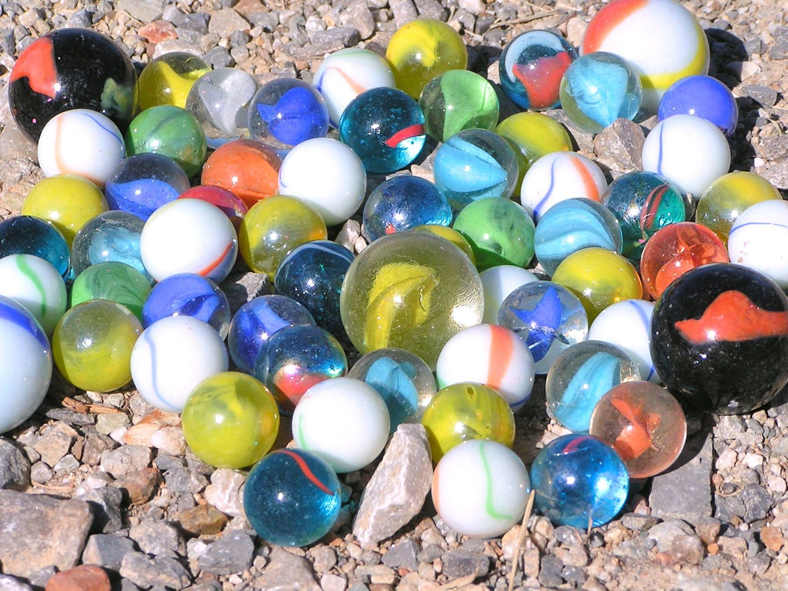 Mixed Lot SIXTY-TWO New Glass Marbles Big and small, set 3 bz