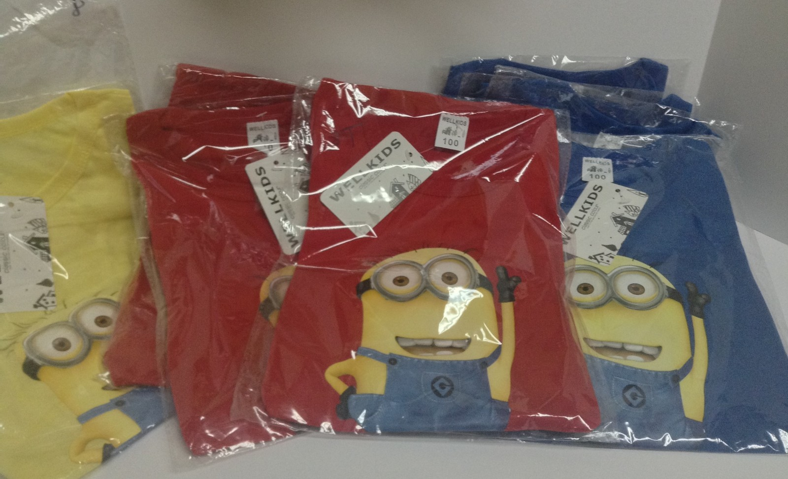 Minion Kid's Shirt Red Sz 4T NWT Long Sleeved