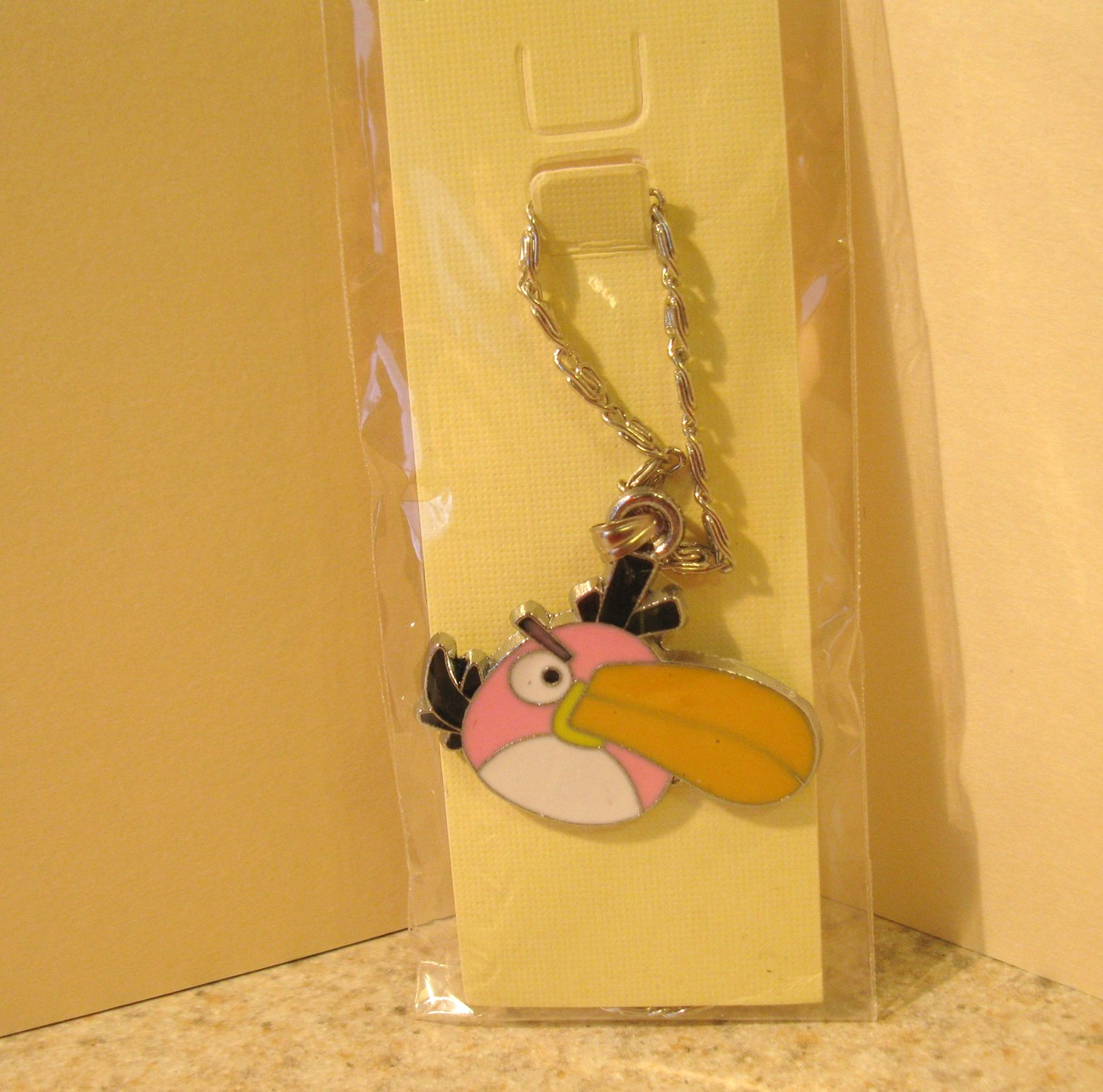 NECKLACE & PENDANT CHILDS PINK ANGRY BIRD TUCAN NEW #625
