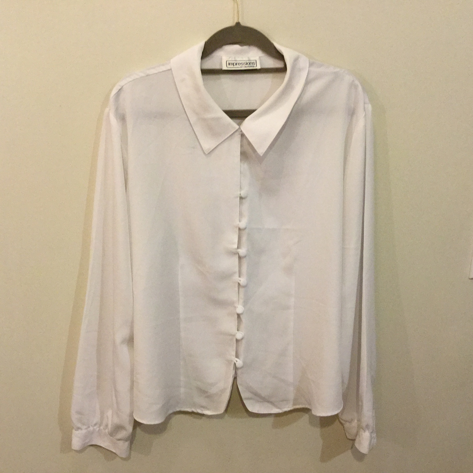 Impressions White 100% Polyester Blouse Front Fabric Covered Buttons, size 16