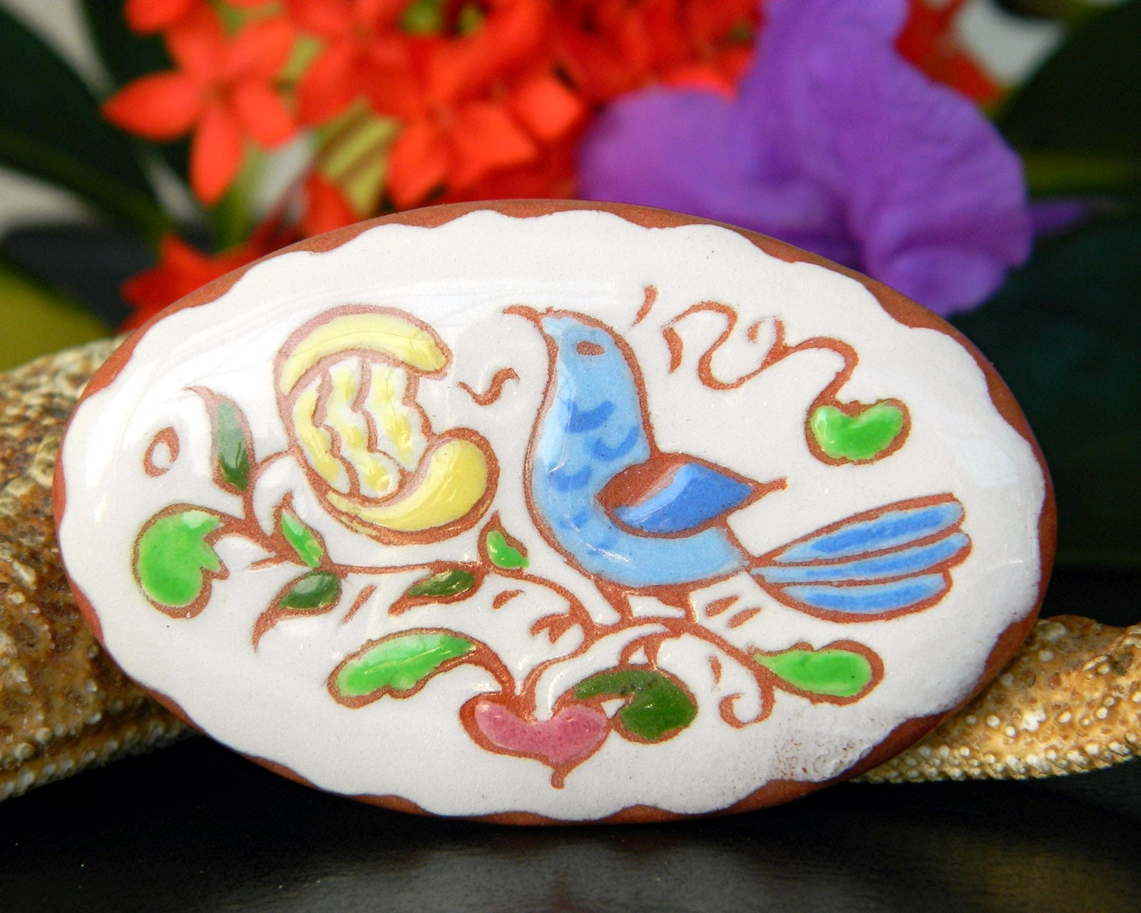 Vintage pottery clay pin brooch bird flower handpainted 1970 signed je