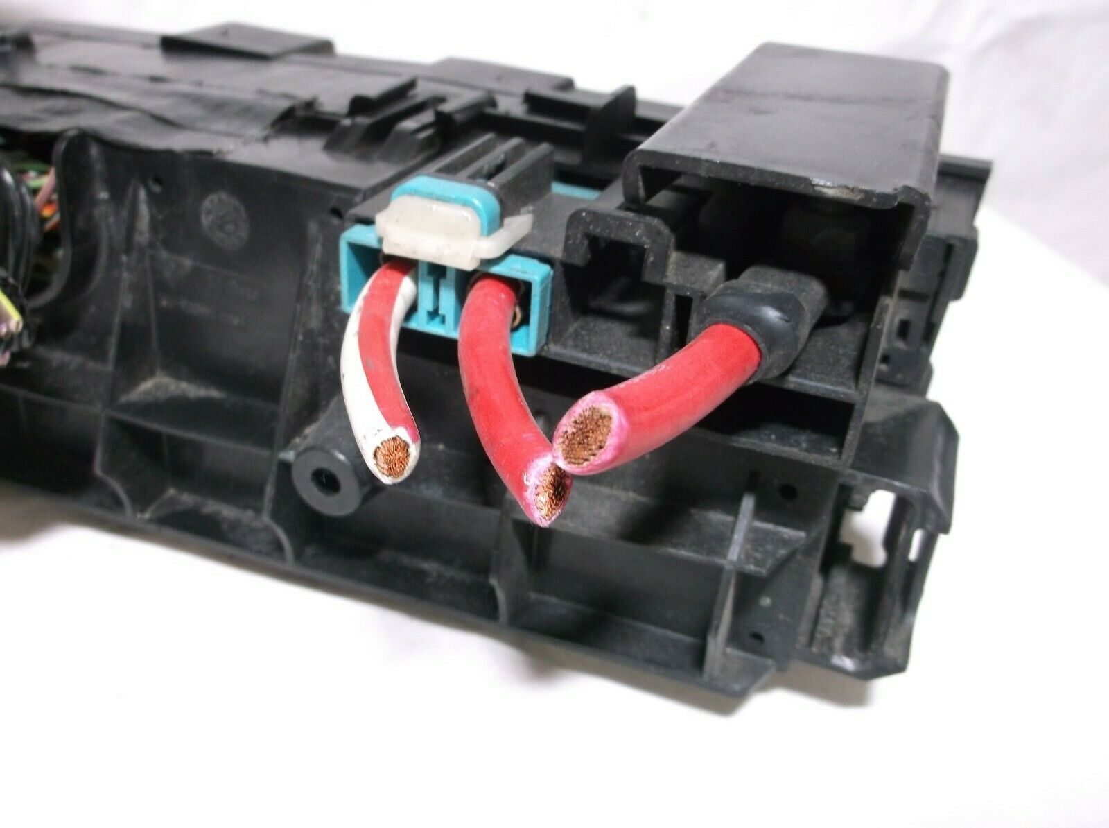 08-09-10-11 Ford Focus   Engine Bay Fuse   Relay   Box