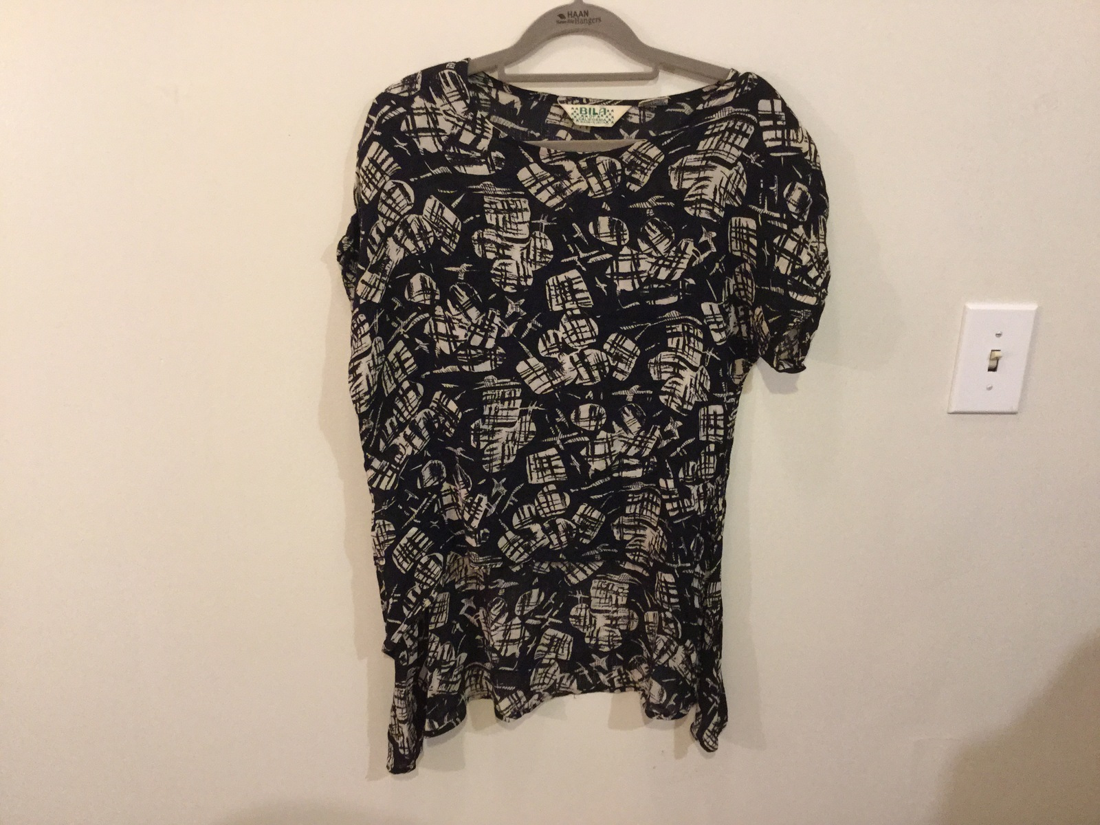 Bila of California Black and White Printed Blouse Top t-Shirt 100% Rayon, size S