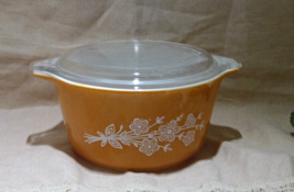 Vintage PYREX Butterfly Gold 1 Quart Casserole with Lid - $11.00