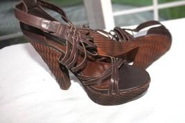 Steve Madden Size 8 Kinsey Brown Leather Basket Weave Plastic Platform Sandals - $17.82