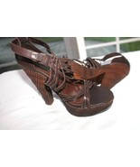 STEVE MADDEN SIZE 8 KINSEY BROWN LEATHER BASKET WEAVE PLASTIC PLATFORM S... - $17.82