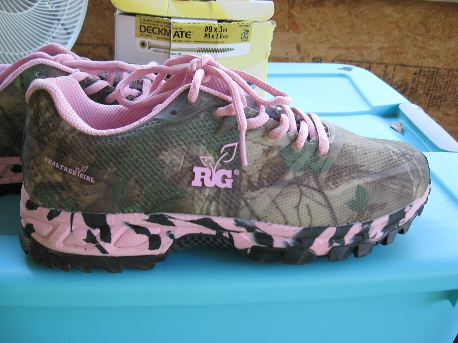 s pink camo tennis shoes size 8 clothing shoes