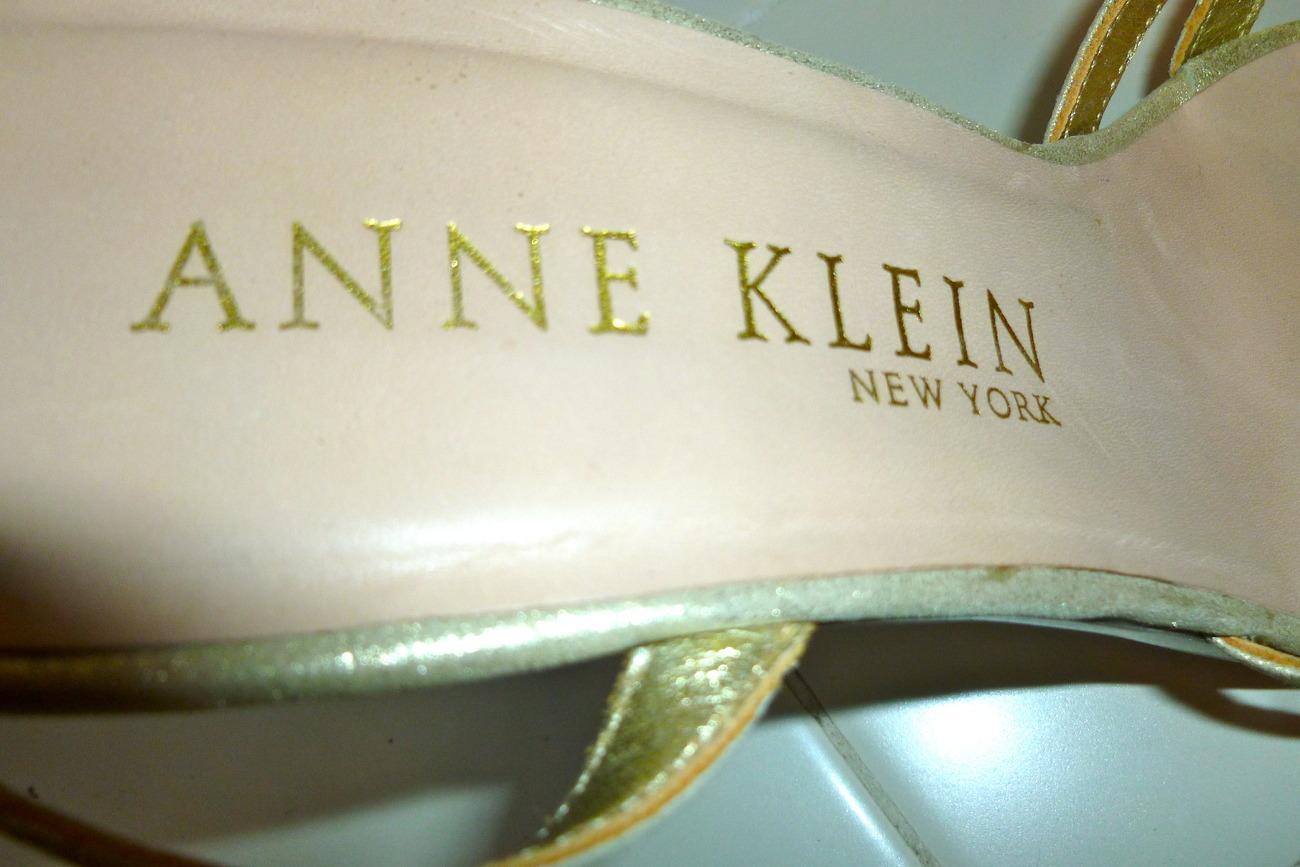 Anne Klein metalic gold ankle strappy sandels size 8