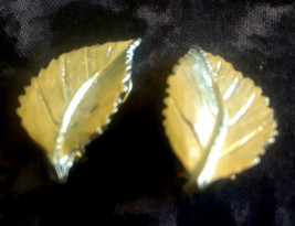 STUNNING VINTAGE ESTATE LEAVES SILVER TONE CLIP ON EARRINGS - $3.00