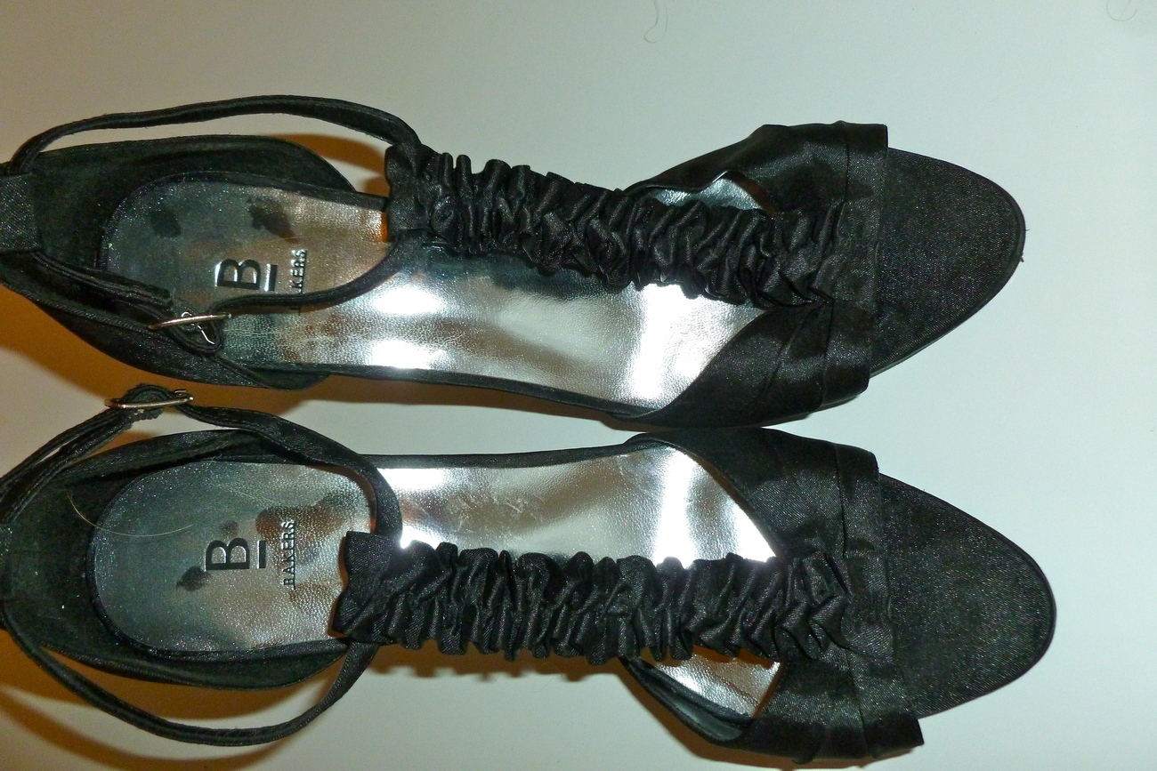 Bakers dressy satin ruffled T strap heel size 8 black