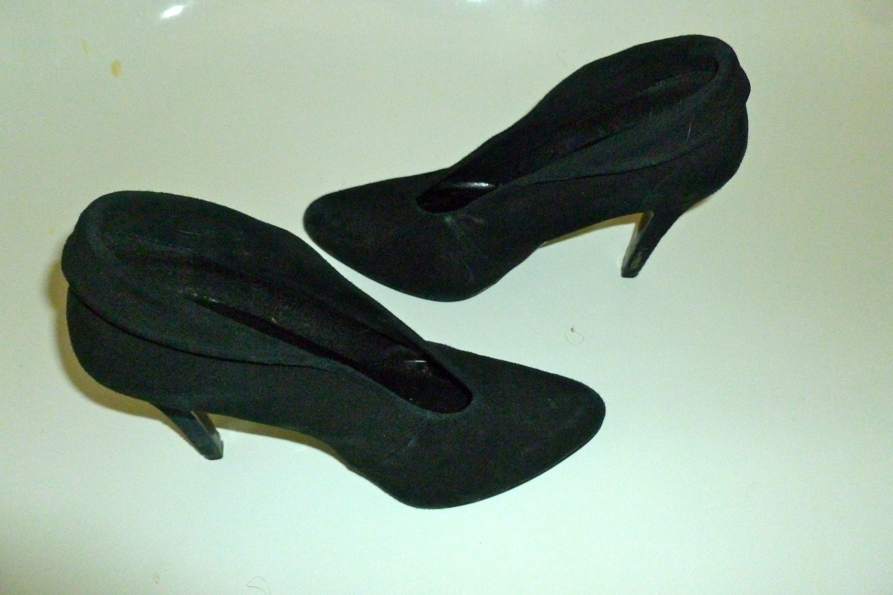 Bakers tempe suede like heel black size 8 1/2