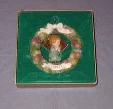 1977 HALLMARK Tree Timmer Collection Praying Child Wreath Christmas Orna... - $14.84