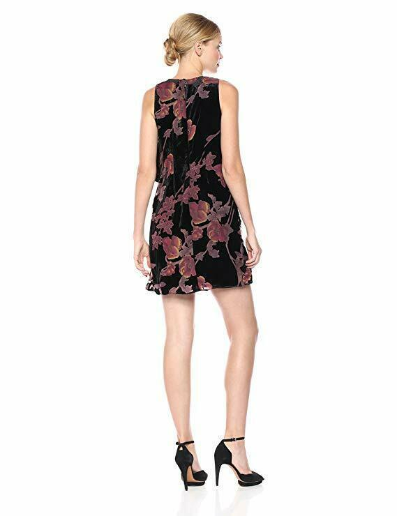 Jessica Simpson Women's Printed Velvet Pop Over, Black, 14