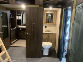 2018 Jayco Seismic 4250 FOR SALE IN Cascade, IA 52033 image 8