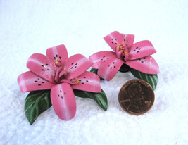 Hot Pink Lily Earrings Posts Flower Faux Leather 1980s Fashion Orchid Hibiscus H - $14.00