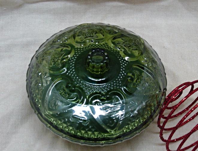 Green Glass Heart Design Lidded Christmas Candle
