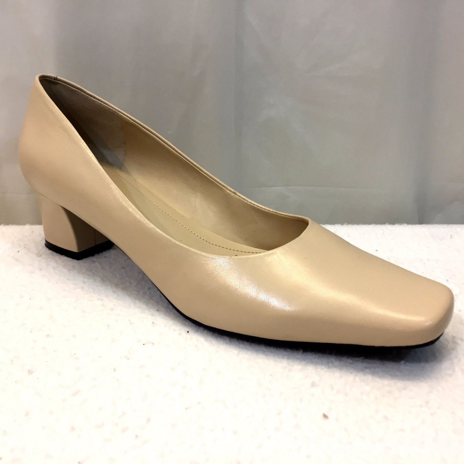 188d1542005 Easy Spirit Pumps Size 8 W Cream Nude and similar items. S l1600