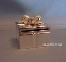 Unique Mini Desk Clock Rendered as a Gift Box - Delicious Gift  - $14.99