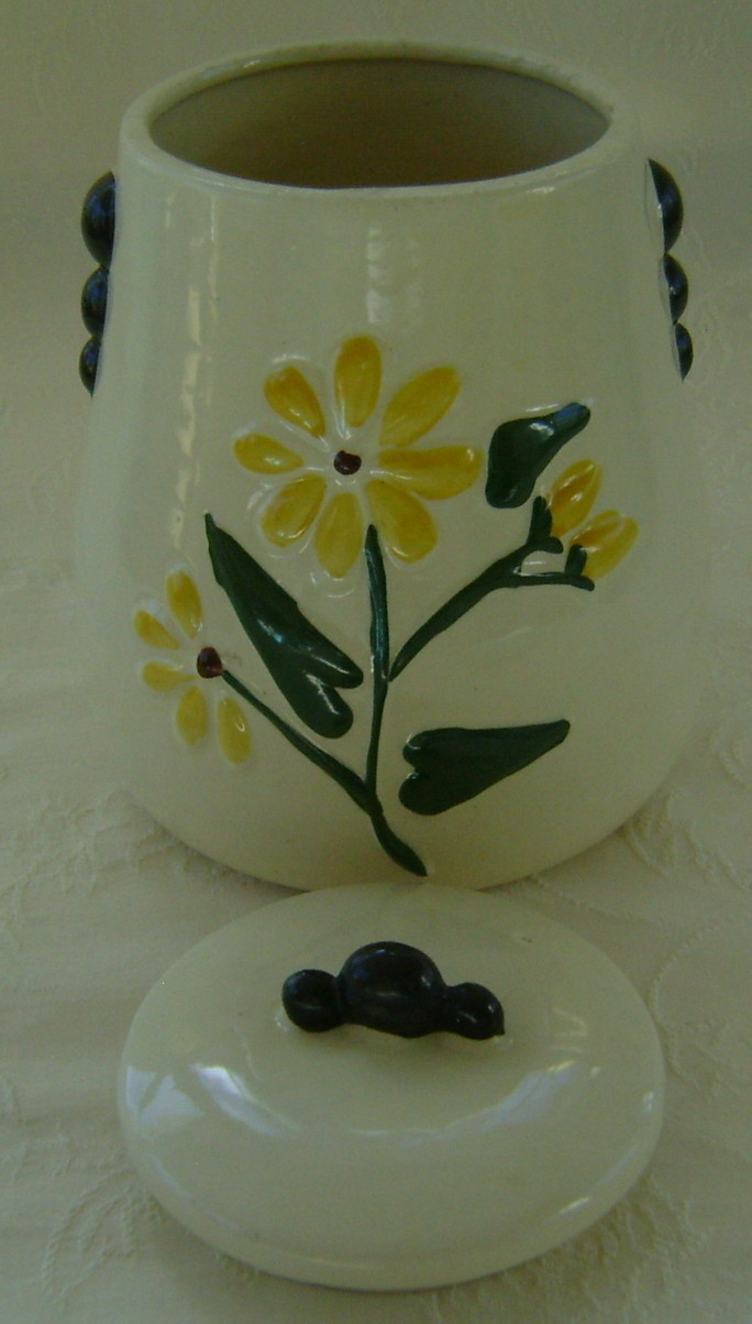 American Bisque Daisy Cookie Jar Very Good Condition