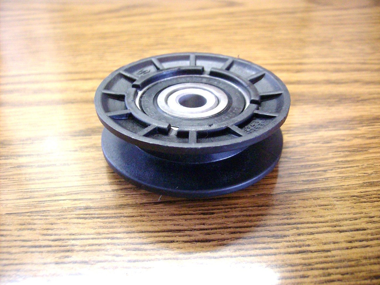Grasshopper 718, 720, 725, 725K and 928D idler pulley 393312