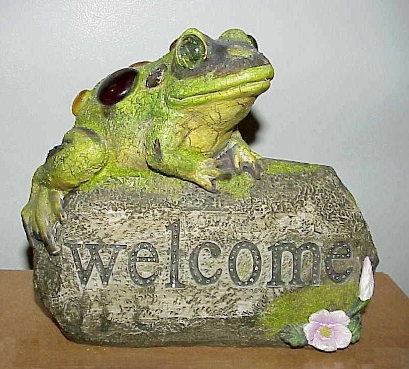 Welcome Stone Sign Frog Garden Ornament Color-Changing Solar Powered Light