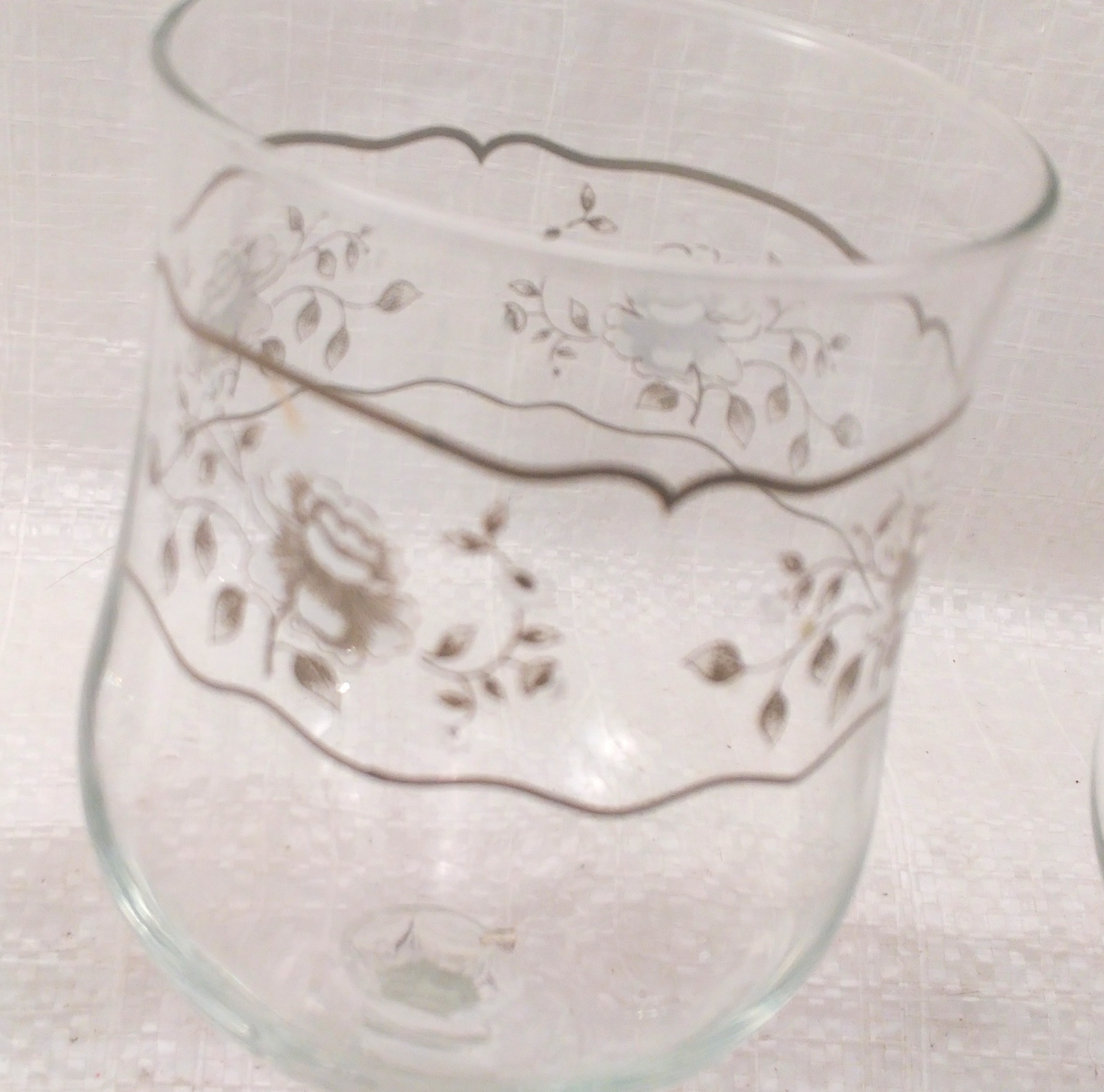 8 Crystal Wine Glasses with White and Silver Roses Design