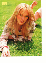 Hilary Duff teen magazine pinup clipping barefoot laying in the grass Popstar