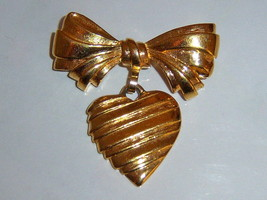 Vintage Pin For Grandmother. Vintage Heart Pin. - $12.00