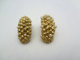 Vintage Gold Tone Faux Pearl Clip On Earrings    e11 - $5.94