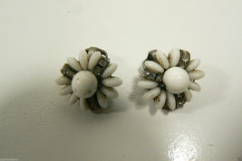 VINTAGE MILK GLASS AND CRYSTAL FLOWER CLIP ON EARRINGS image 5
