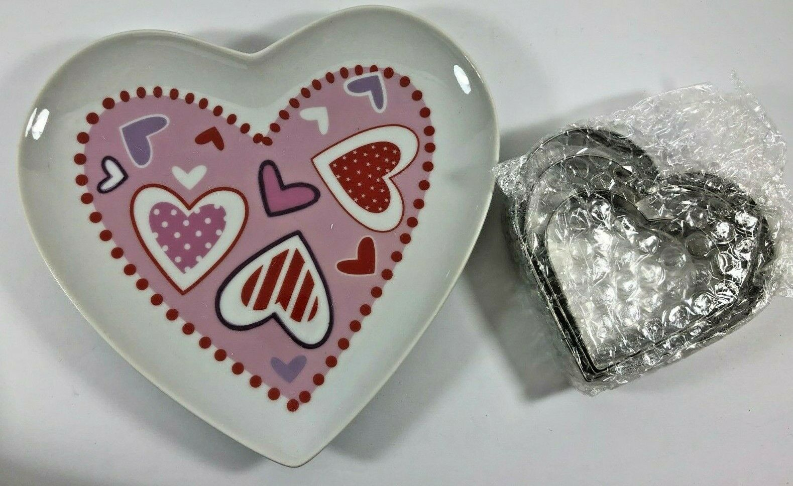 NEW 2009 Avon Heart Shaped Cookie Plate with Cutters and Recipe Card