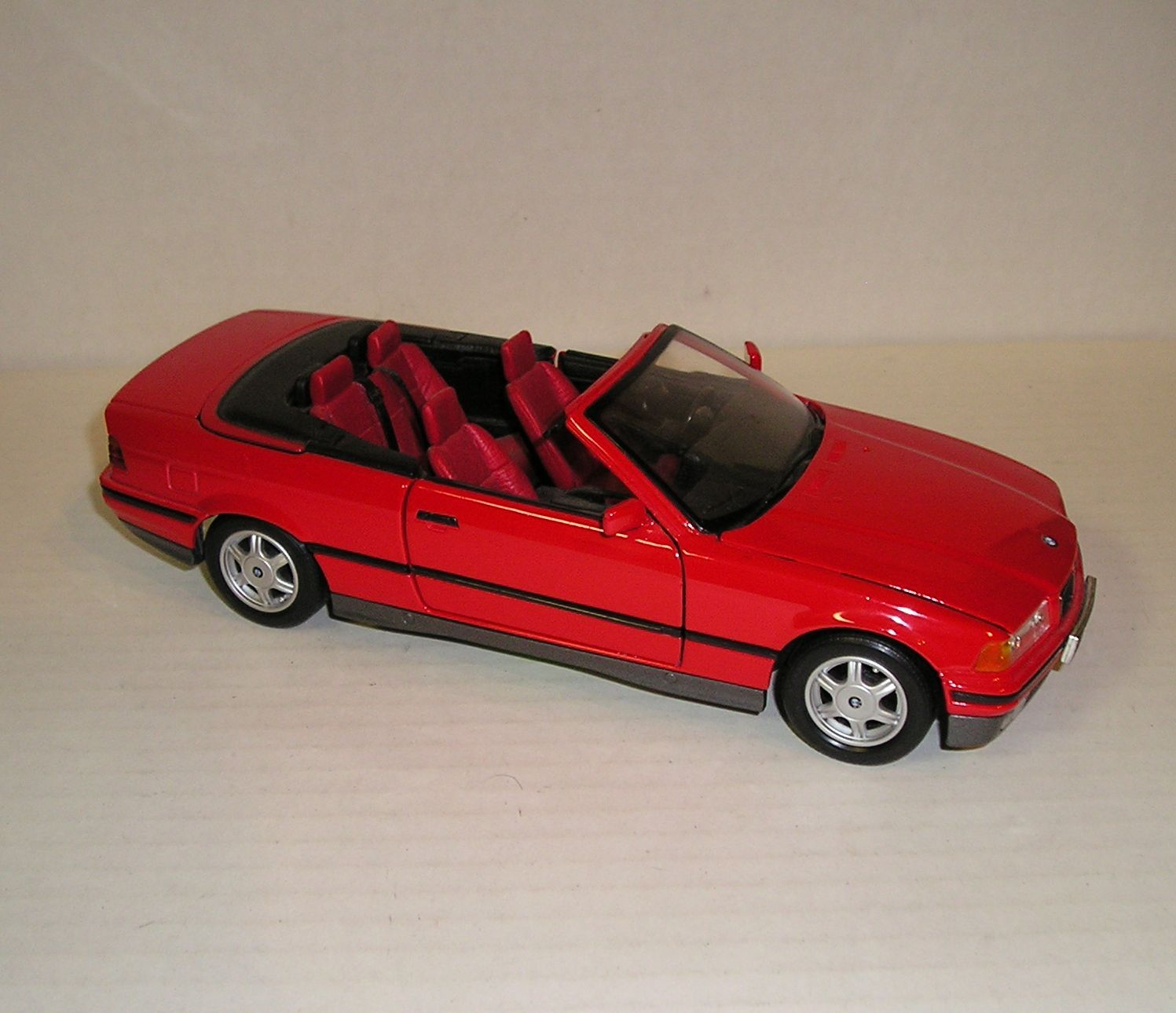BMW 325i Convertible 1993 By MAISTO Red Diecast Car Model