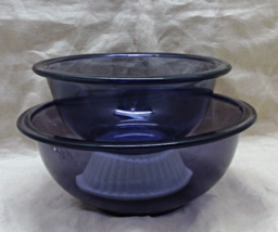 Two Vintage Pyrex Purple Glass Mixing Bowls - # 322 & 323 // Pyrex Nesti... - $15.00
