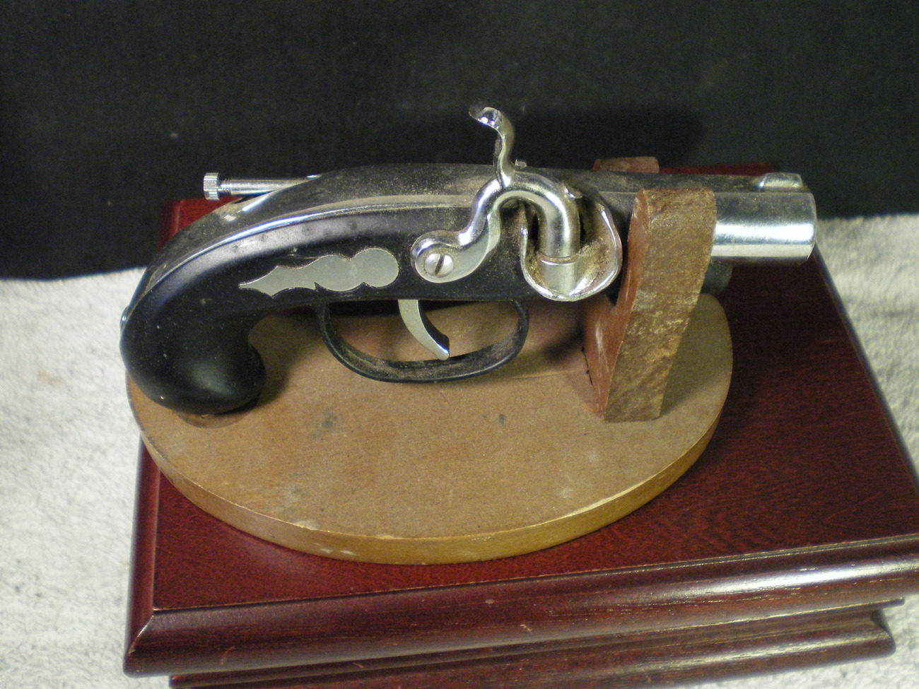 VINTAGE PISTOL CIGARETTE LIGHTER WITH STAND~~~COOL ONE