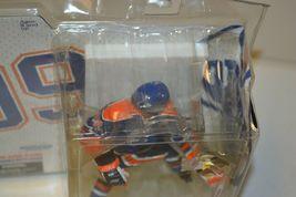 2005 McFarlane NHL Legends Series 2 Wayne Gretzky #99 Edmonton Oilers Figure image 10